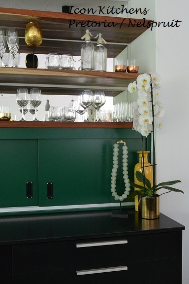 Duco_black_and_hunter_green_with_kiaat_shelving
