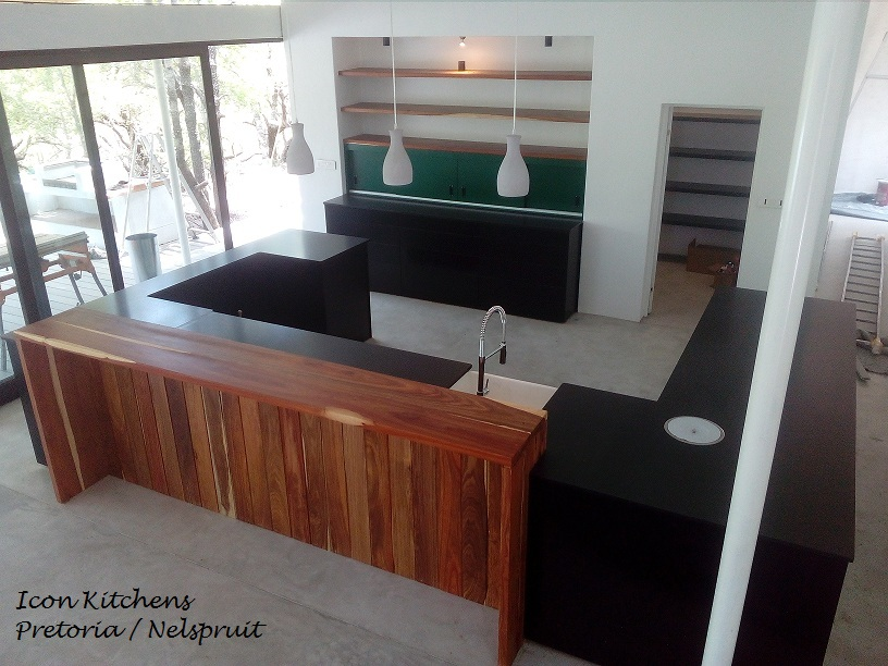Duco_kitchen_with_kiaat_seating